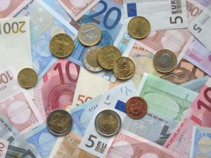 euro_coins_and_banknotes2